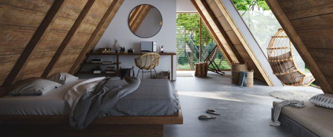 Высокая деревянная кровать