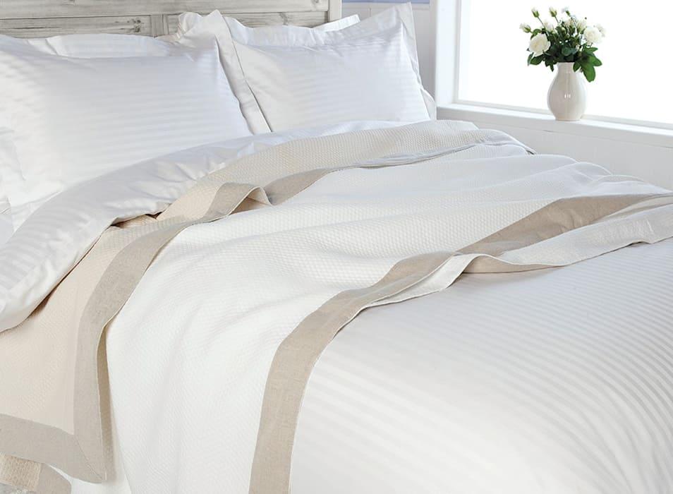 Белая спальня: добавьте зелени
