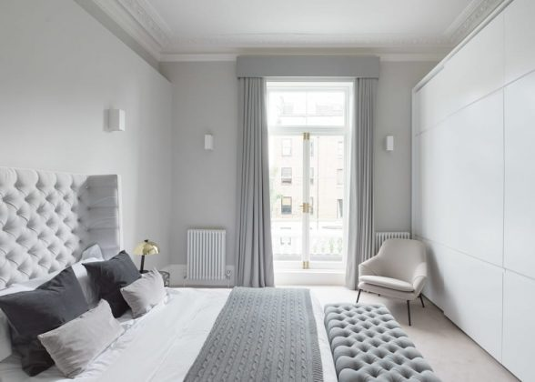 Идеи серой спальни: добавление белого