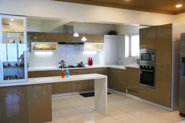 Кухонный угловой шкаф с роллетами