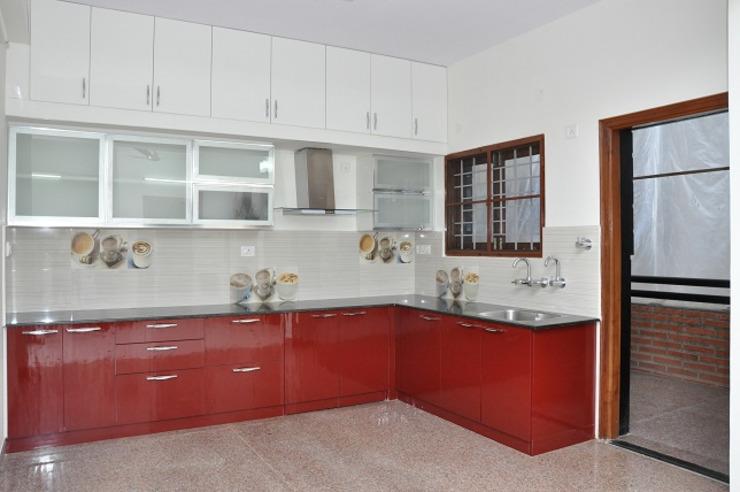 Решение кухонного углового шкафа: видимое хранилище