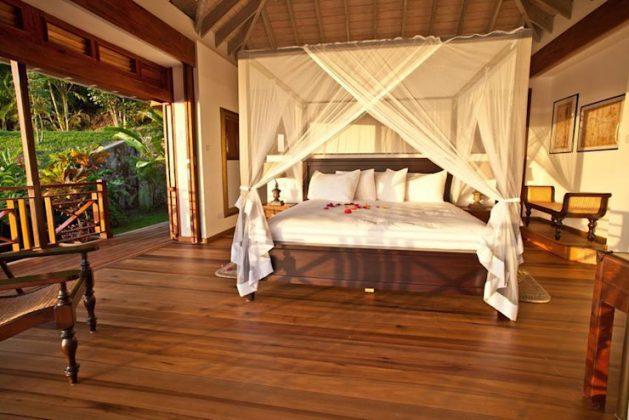 Кровати с балдахином для романтиков