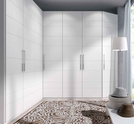 Стена под углом 90 ° - сдержанный стиль просторного комфорта для просторных помещений